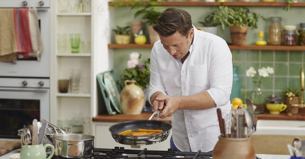 Die richtige Ernährung kann unser Leben nicht nur verändern, sondern es auch verlängern, darum bereist Jamie Oliver die Orte mit der gesündesten Ern... - Bildquelle: Matt Russell 2015 Jamie Oliver Enterprises Limited