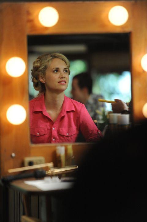 Heute ist der Tag der Tage. Jenna (Fiona Gubelmann) möchte heute ihren Freund Drew zum Mann nehmen. Ob alles so läuft, wie sie sich es vorstellt? - Bildquelle: 2011 FX Networks, LLC. All rights reserved.