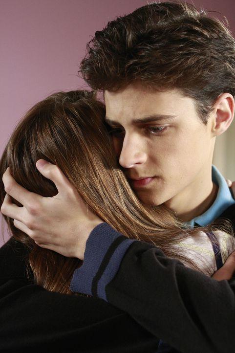 Amy (Shailene Woodley, l.) kann sich glücklich schätzen, dass sie so einen gutmütigen und lieben Kerl wie Ben (Kenny Baumann, r.) kennengelernt hat.... - Bildquelle: ABC Family