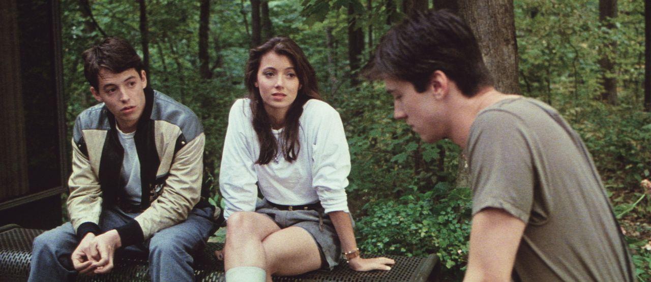 Um die Schulzeit sinnvoll auszunützen, machen sich Ferris (Matthew Broderick, l.), Sloane (Mia Sara, M.) und Cameron (Alan Ruck, r.) auf den Weg na... - Bildquelle: Paramount Pictures