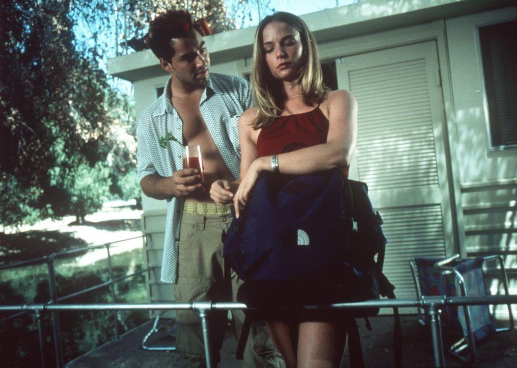 Die Frühlingsferien nehmen für Brady (Mark McLachlan, l.) und die schöne Claire (Caitlin Martin, r.) eine erbarmungslose Wendung ... - Bildquelle: Nu Image