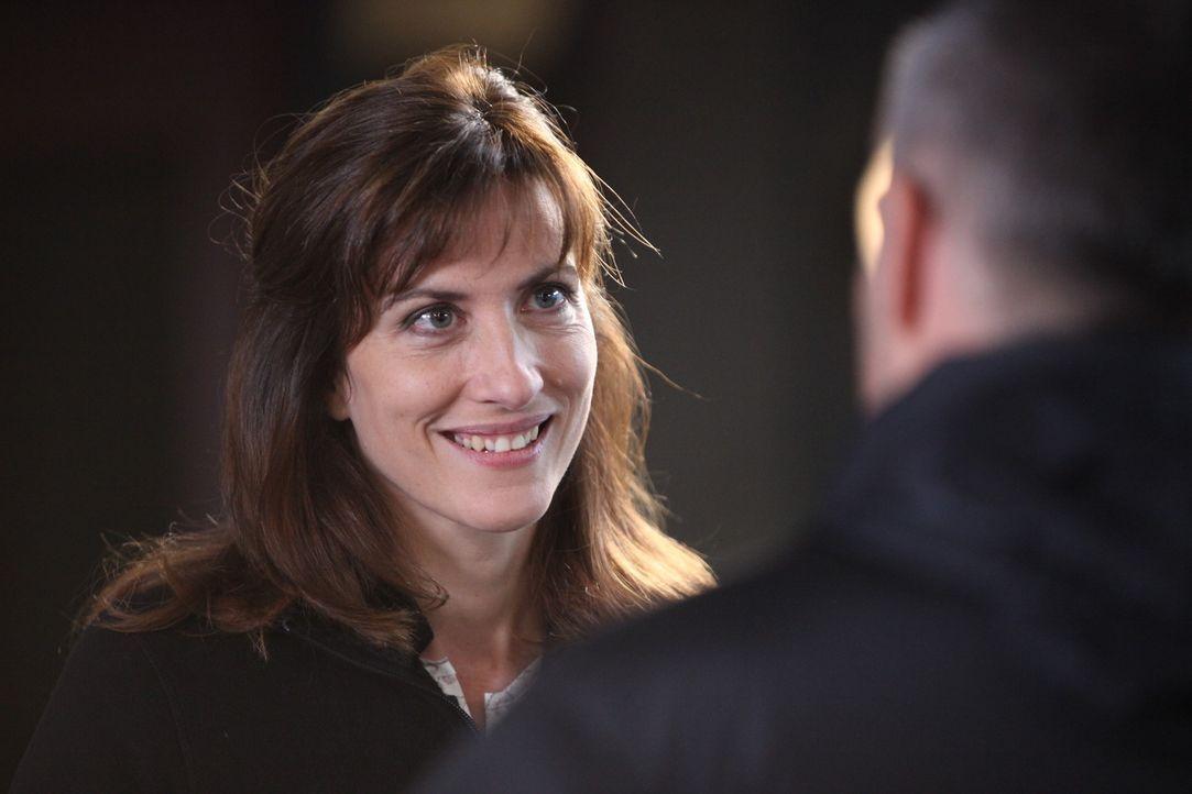 Kann die Gerichtsmedizinerin (Valérie Dashwood) helfen, den brisanten Fall aufzuklären? - Bildquelle: Xavier Cantat 2011 BEAUBOURG AUDIOVISUEL