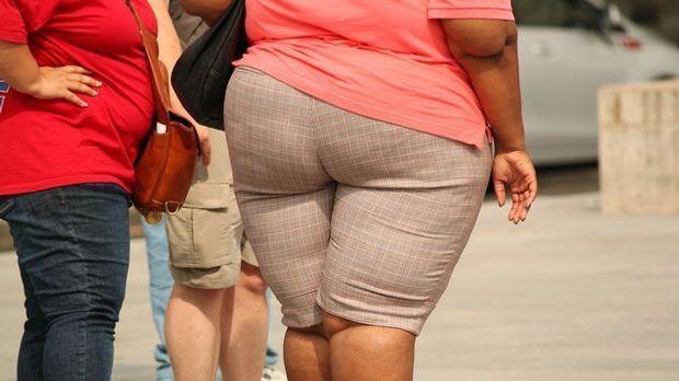 Die Zahl der übergewichtigen Kinder und Erwachsenen in Deutschland steigt wei...