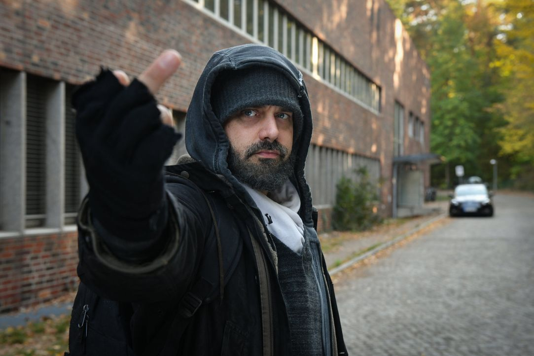 Daniel (Raphael Vogt) hat eine eindeutige Botschaft ... - Bildquelle: Claudius Pflug SAT.1/Claudius Pflug
