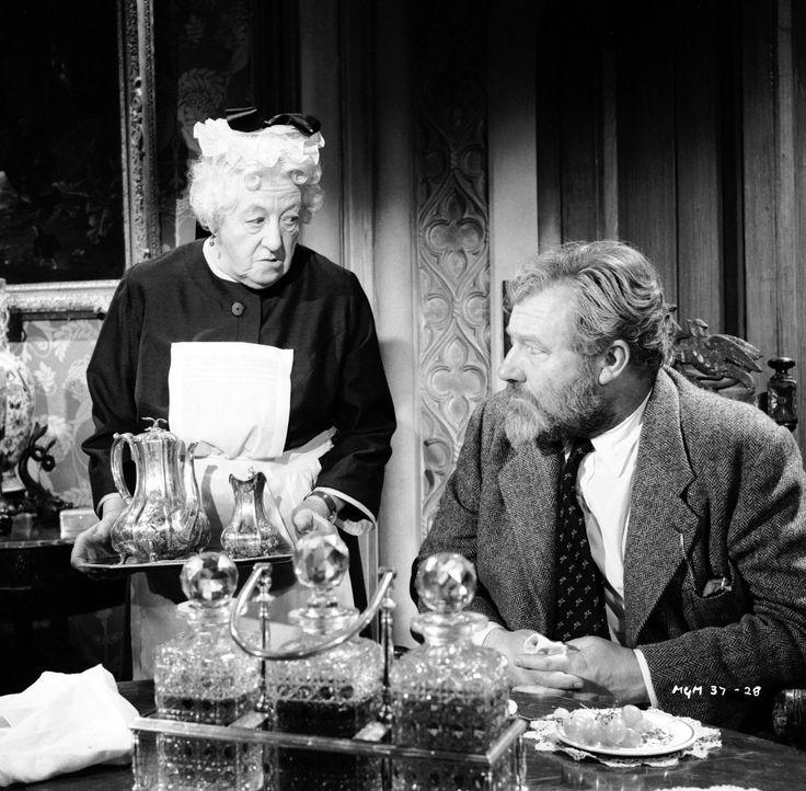 Undercover-Einsatz: Um den reichen Gutsherren Luther Ackenthorpe (James Robertson Justice, r.) auszuspionieren, gibt sich Miss Marple (Margaret Ruth... - Bildquelle: Warner Brothers
