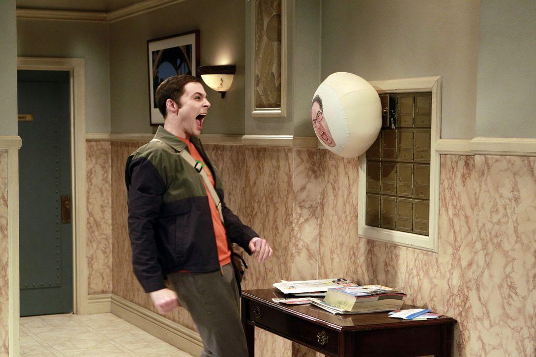 Geht einem Halloweenstreich auf den Leim: Sheldon (Jim Parsons) ... - Bildquelle: Warner Bros. Television
