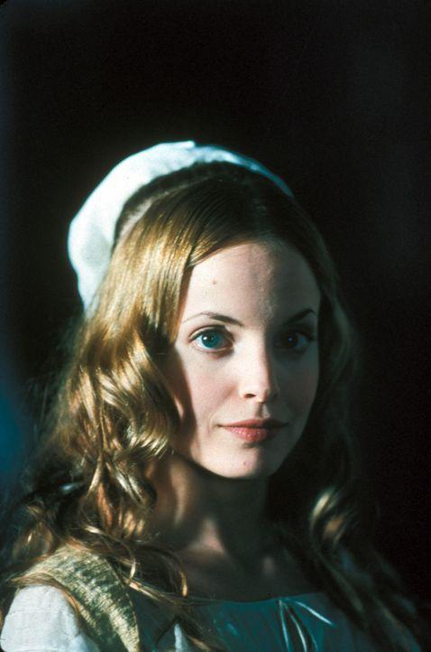 Es dauert nicht lang, bis sich die Hofdame Francesca Bonacieux (Mena Suvari) in den tapferen D'Artagnan verliebt. Hat ihre Liebe eine Chance? - Bildquelle: MDP Worldwide