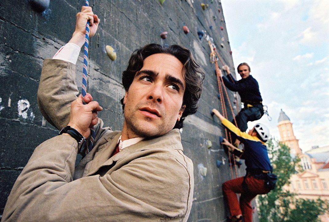 Marc (Alexander Pschill) versucht sich im Freeclimben ... - Bildquelle: Sat.1