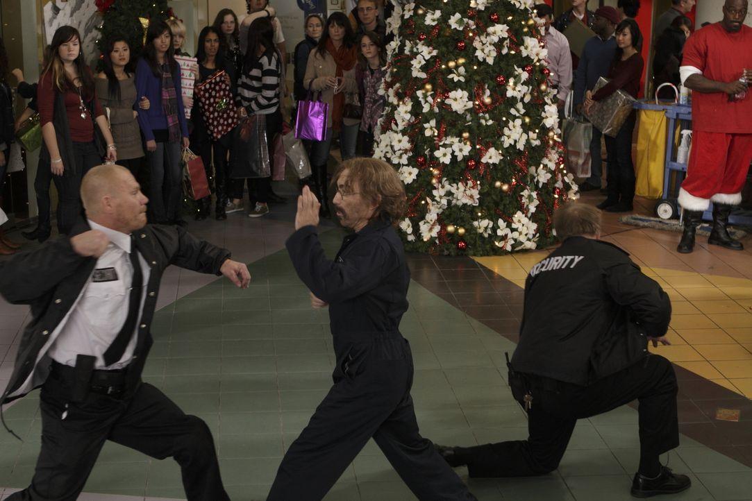 Der Tausch ist geplatzt. Guerrero (Jackie Earle Haley) wird enttarnt - und schlägt zu ... - Bildquelle: 2011  Warner Bros.