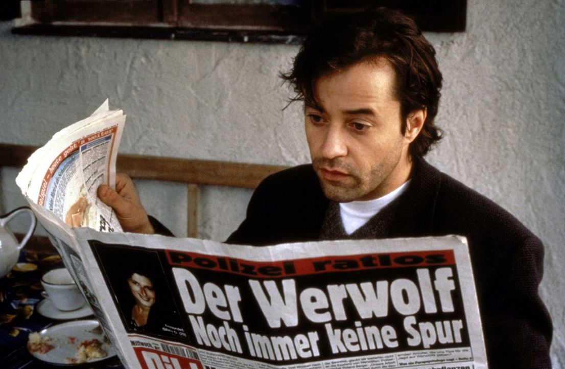 Der Werwolf geht um: Fieberhaft sucht Thomas (Jan Josef Liefers) nach Antworten auf das Geheimnis der Werwölfe ... - Bildquelle: Andreas La Rosé ProSieben