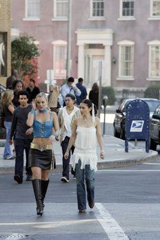 Charmed - Zauberhafte Hexen - Noch ahnen Billie (Kaley Cuoco, l.) und Phoebe...