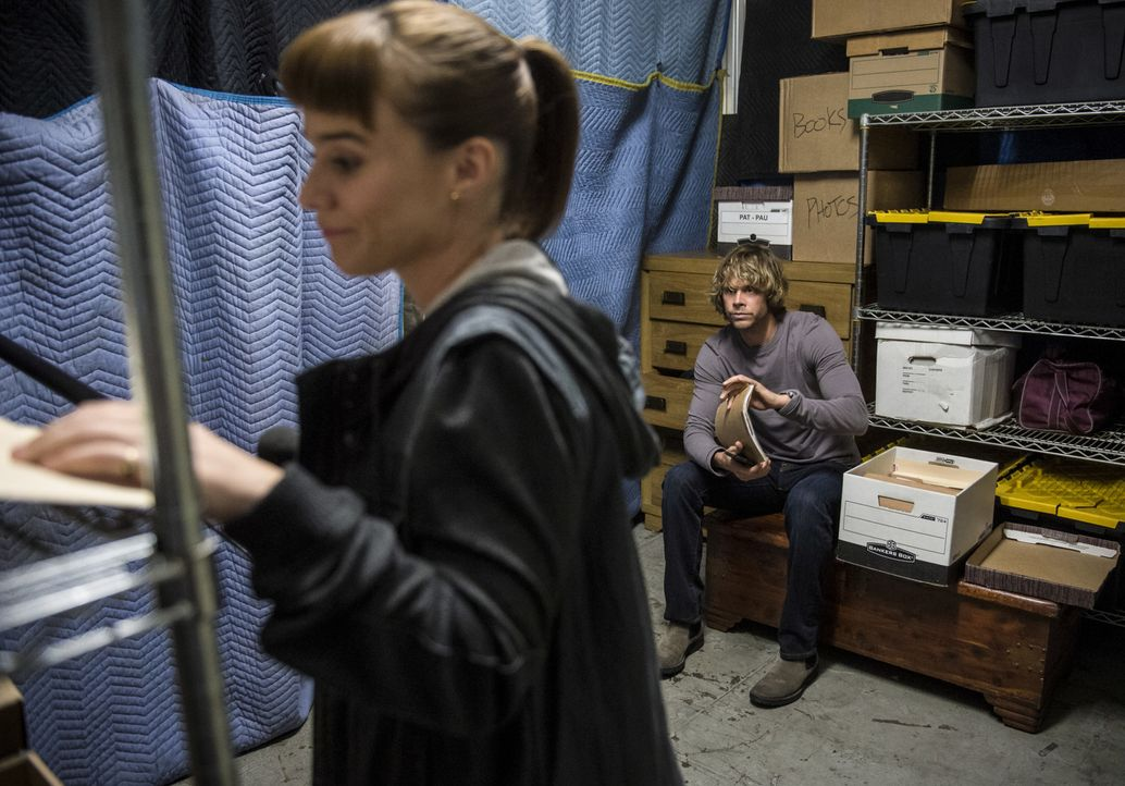 Die Ermittlungen führen das Team in die IS-Szene. Während Nell (Felice Smith, l.) Undercover ermittelt, macht sich Deeks (Eric Christian Olsen, r.)... - Bildquelle: Neil Jacobs 2016 CBS Broadcasting, Inc. All Rights Reserved.