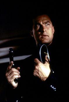 Alarmstufe: Rot 2 - Als Koch weiß Casey Ryback (Steven Seagal), wie er dem ve...