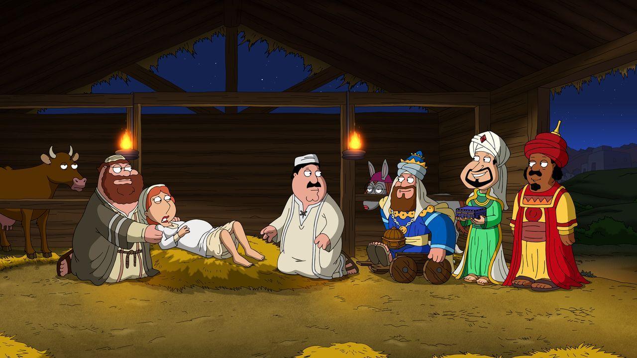 Peter erzählt seiner Familie seine ganz eigene Weihnachtsgeschichte mit ihm als Josef (l.) und Lois als Maria (2.v.l.) ... - Bildquelle: 2013 Twentieth Century Fox Film Corporation. All rights reserved.