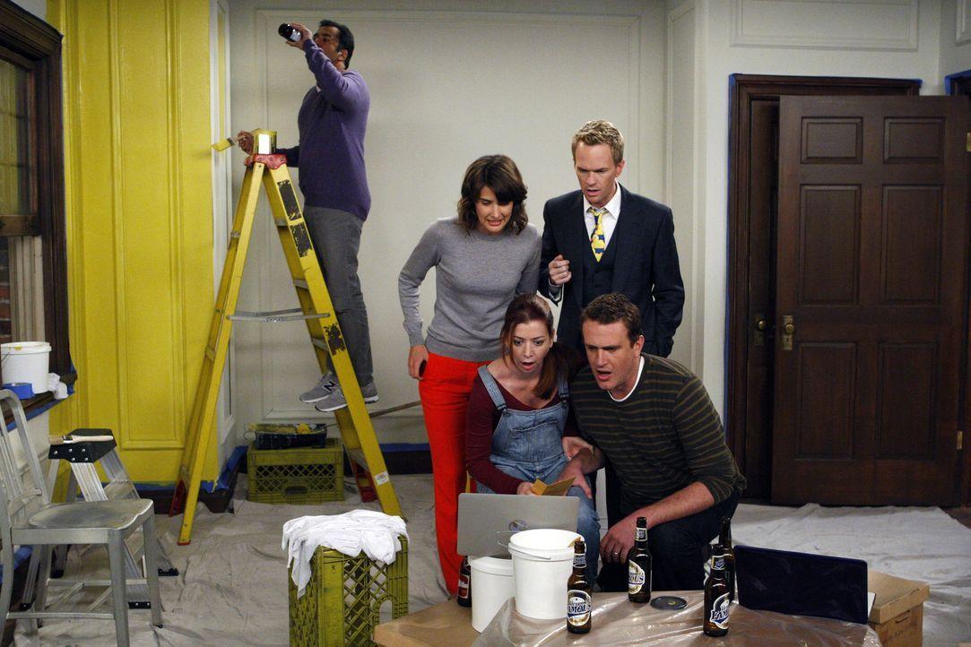 Während Kevin (Kal Penn, l.) sich um das Streichen des Kinderzimmer kümmert, haben Barney (Neil Patrick Harris, 2.v.r.), Robin (Cobie Smulders, 2.... - Bildquelle: 20th Century Fox International Television