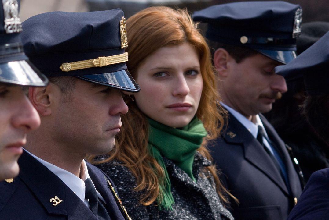 Megan (Lake Bell, M.) ahnt nicht, dass ihr Mann Jimmy (Colin Farrell, l.) in Korruption und Drogengeschäfte verwickelt ist ... - Bildquelle: 2008   Warner Brothers
