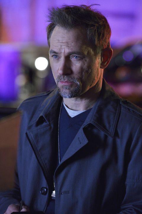 Als ein Mann stirbt, nachdem es zu einem Kampf mit Damien kam, nimmt James Shay (David Meunier) die Ermittlungen auf und merkt sofort, dass hier etw... - Bildquelle: Ben Mark Holzberg 2016 A&E Television Network, LLC. All rights reserved.