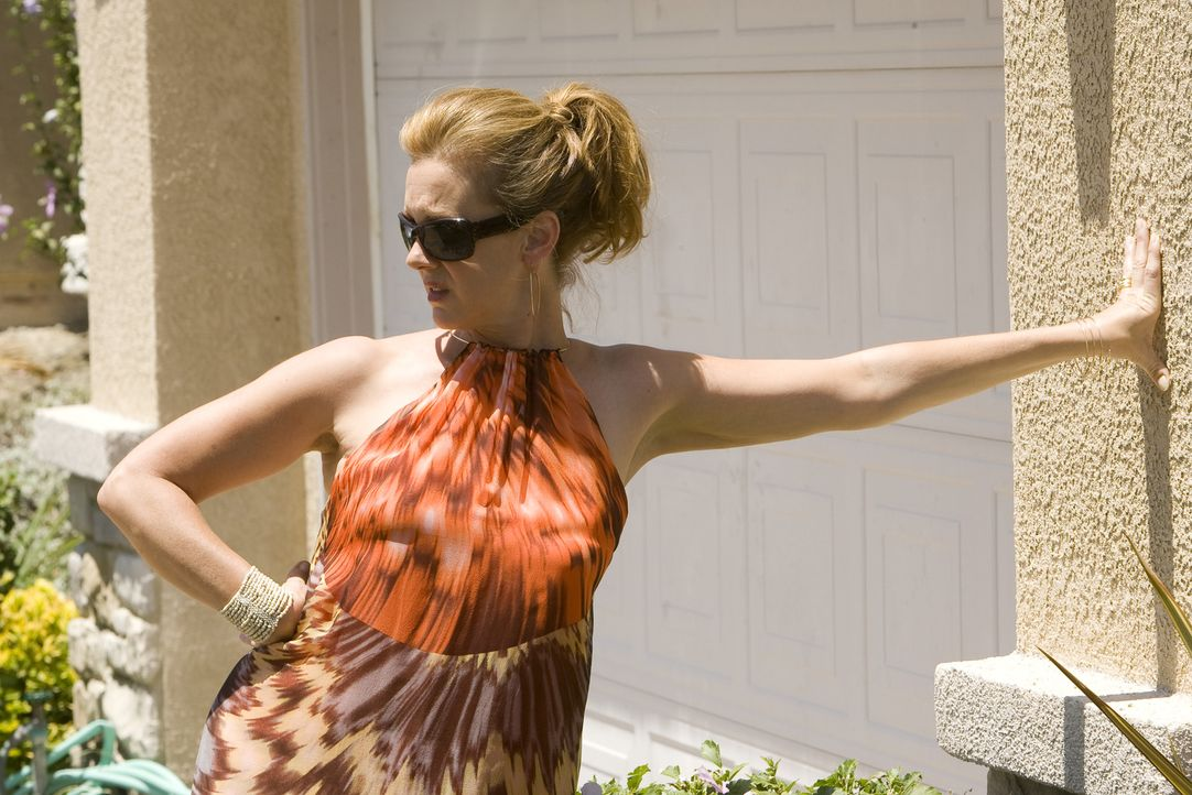 Arbeitet ab sofort für Nancy: Celia (Elizabeth Perkins) - Bildquelle: Lions Gate Television