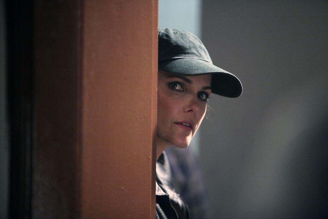 Elizabeth (Keri Russell) muss einen KGB-Überläufer unschädlich machen, bevor er beim FBI auspacken kann. Ob ihr dies gelingt? - Bildquelle: 2013 Twentieth Century Fox Film Corporation and Bluebush Productions, LLC. All rights reserved.