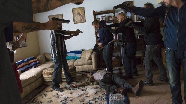 Als die Sons (v.l.n.r.: Rey Gallegos, Charlie Hunnam, Theo Rossi, Kim Coates,...