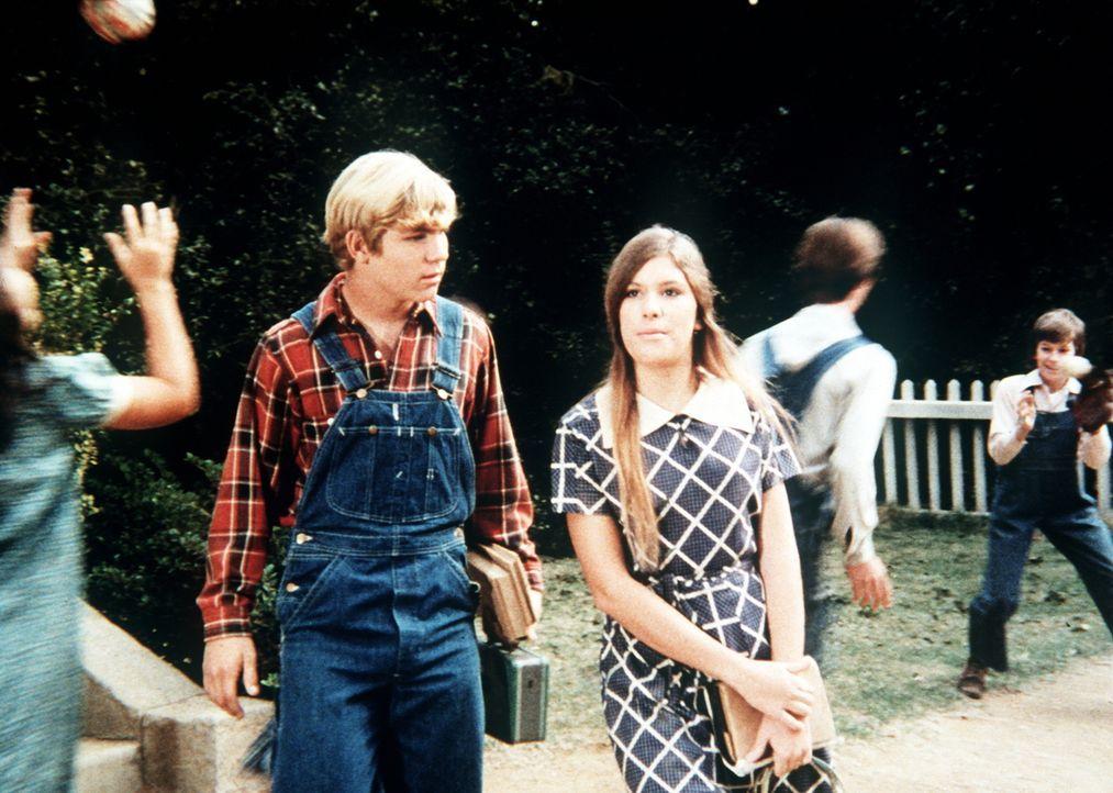 G. W. Haines (David Doremus, l.) ist schwer enttäuscht als Mary Ellen (Judy Norton-Taylor, r.) ihm erzählt, dass sie sich mit einem Studenten aus de... - Bildquelle: WARNER BROS. INTERNATIONAL TELEVISION