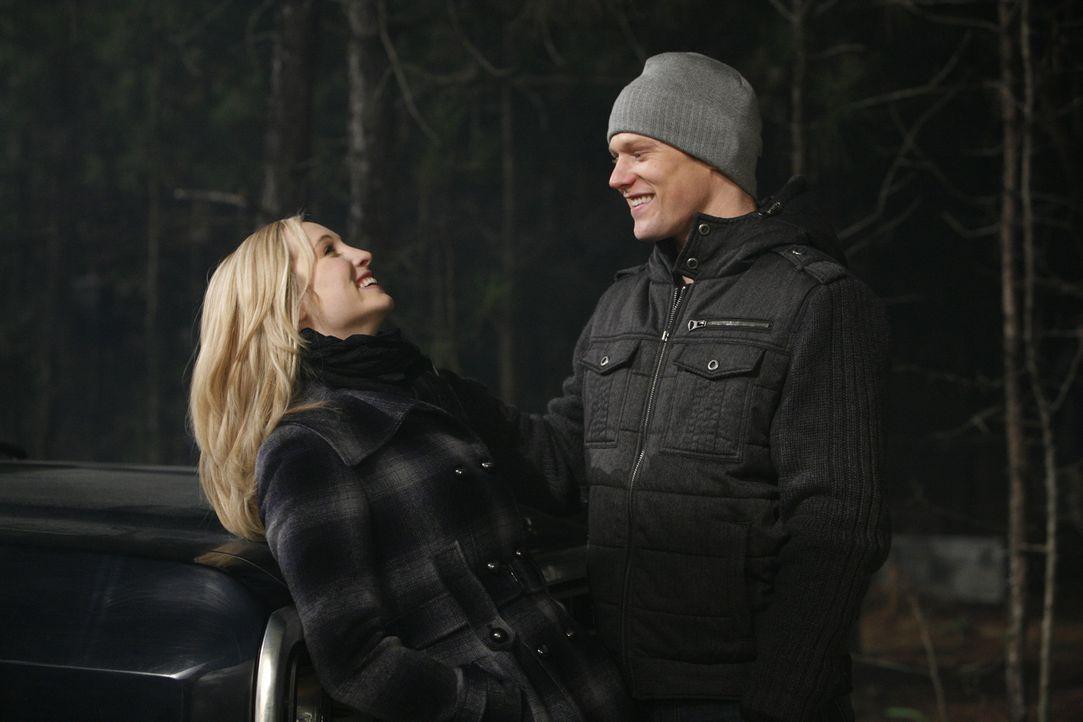 Werden Matt (Zach Roerig, r.) und Caroline (Candice Accola, l.) miteinander glücklich? - Bildquelle: Warner Bros. Television