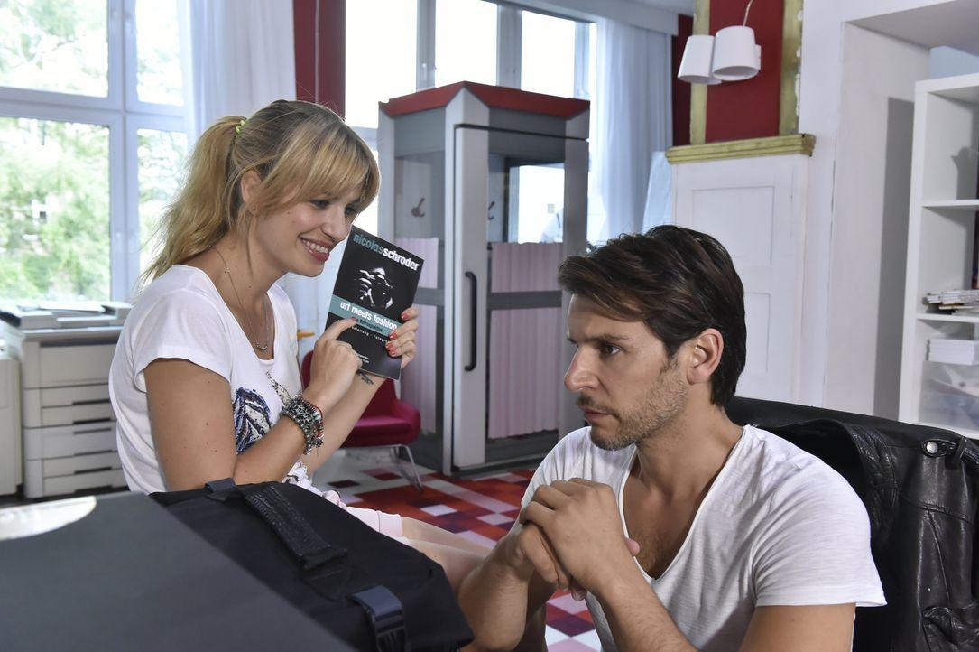 Mila (Susan Sideropoulos, l.) ist völlig platt, als sie erfährt, dass Nick (Florian Odendahl, r.) ein ganz berühmter Fotograf war. Auf einer gemeins... - Bildquelle: Claudius Pflug sixx