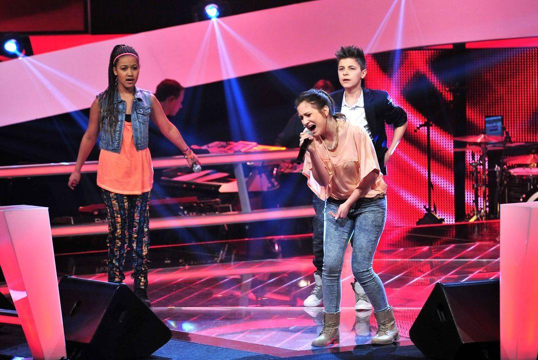 The-Voice-Kids-Stf02-Epi06-Naomi-Selma-Lukas-83-SAT1-Andre-Kowalski - Bildquelle: SAT.1/Andre Kowalski