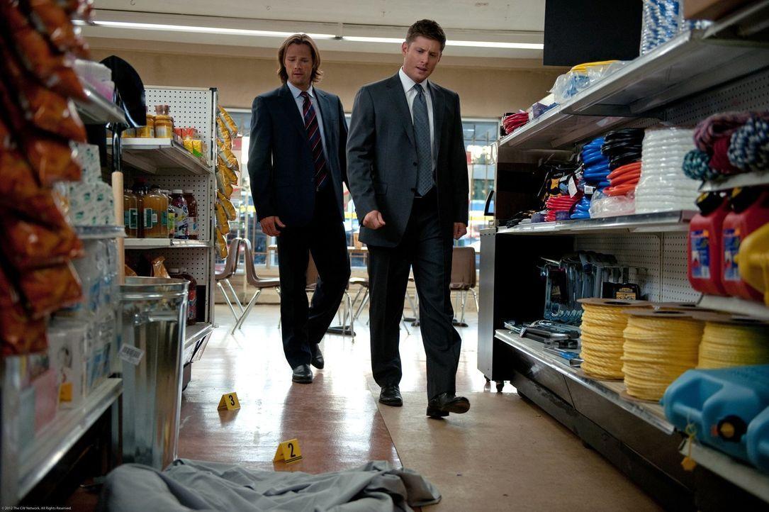 Die Vergangenheit steht immer noch zwischen Dean (Jensen Ackles, r.) und Sam (Jared Padalecki, l.). Könnte das sogar einen von beiden das Leben kost... - Bildquelle: Warner Bros. Television
