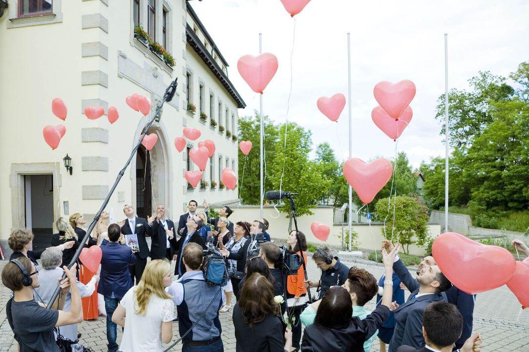 Hat die Liebe eine Chance nach einer Traumhochzeit mit einem völlig fremden Menschen? - Bildquelle: Benedikt Müller SAT.1
