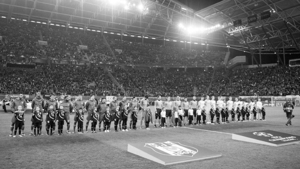 Ein Stadionbesucher starb nach dem Spiel an Herzversagen - Bildquelle: AFPSIDROBERT MICHAEL