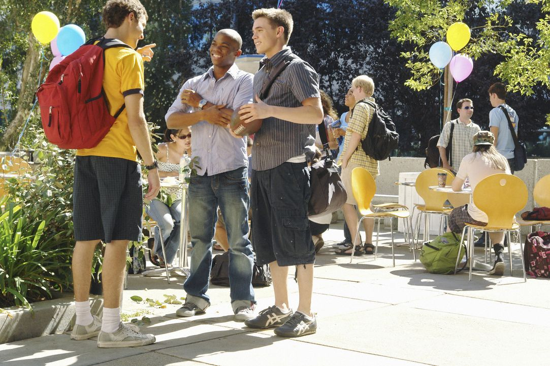Fuchsjagd: Für jedes ihrer Häuser versuchen Rusty (Jacob Zachar, l.) und Calvin (Paul James, M.) Andy (Jesse McCartney, r.) zu bekommen ... - Bildquelle: 2008 ABC Family