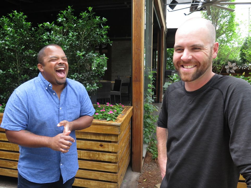 Roger Mooking (l.); Edgar Pendley (r.) - Bildquelle: 2017, Television Food Network, G.P. All Rights Reserved.