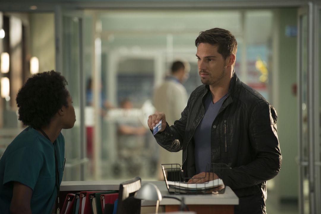Wird Vincent (Jay Ryan, r.) wirklich ein normales Leben führen können? - Bildquelle: 2015 The CW Network, LLC. All rights reserved.