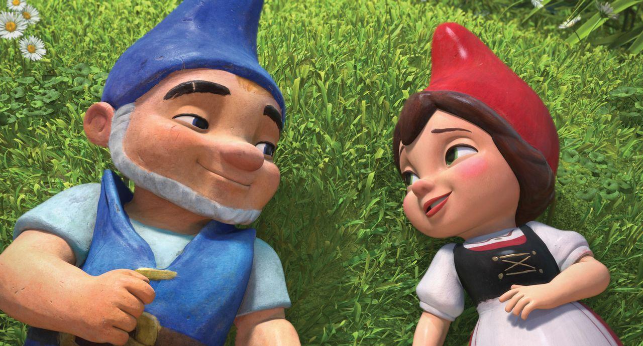 Seit eh und je sind die roten und die blauen Gartenzwerge bis aufs Blut miteinander verfeindet. Hat die Liebe zwischen der rotbezipfelten Julia (r.)... - Bildquelle: Touchstone Pictures,   Miramax Film NY, LLC. All rights reserved