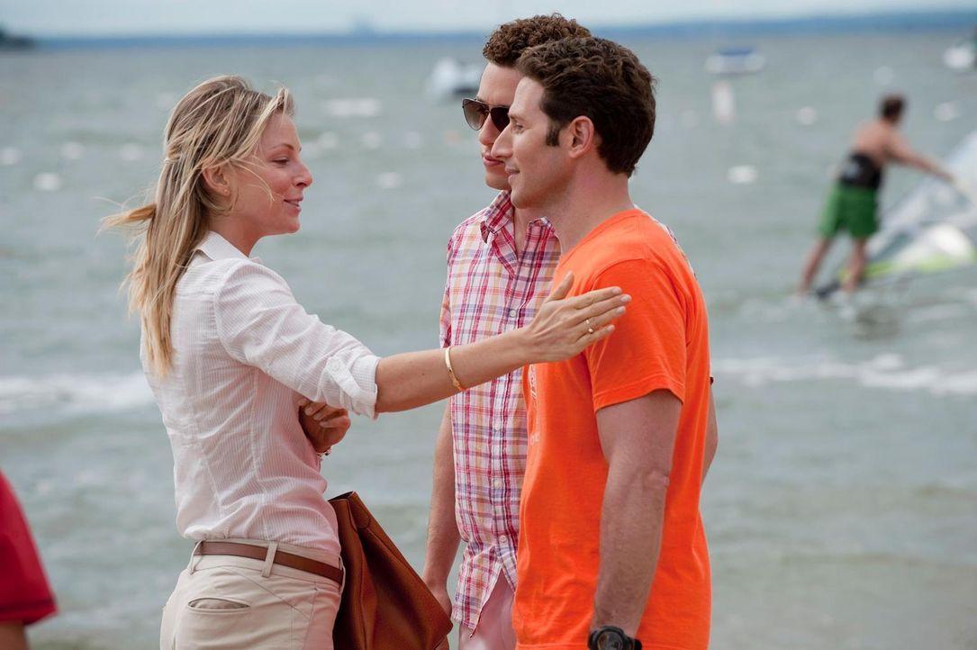 Dr. Emily Peck (Anastasia Griffith, l.) macht Evan R. Lawson (Paulo Costanzo, M.) und Hank (Mark Feuerstein, r.) Konkurrenz ... - Bildquelle: Universal Studios
