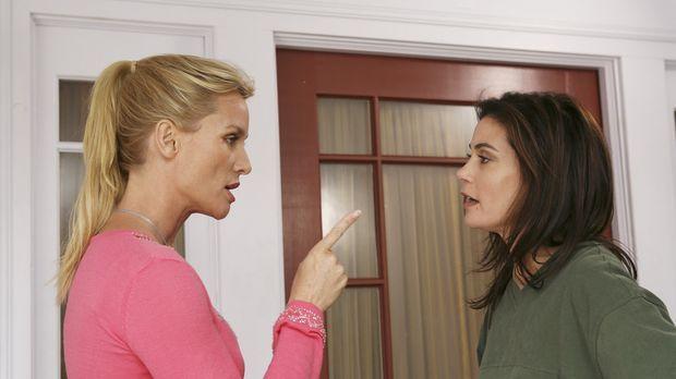 Rache ist süß: Edie (Lisa Sheridan, l.) und Susan (Teri Hatcher, r.) ... © 20...