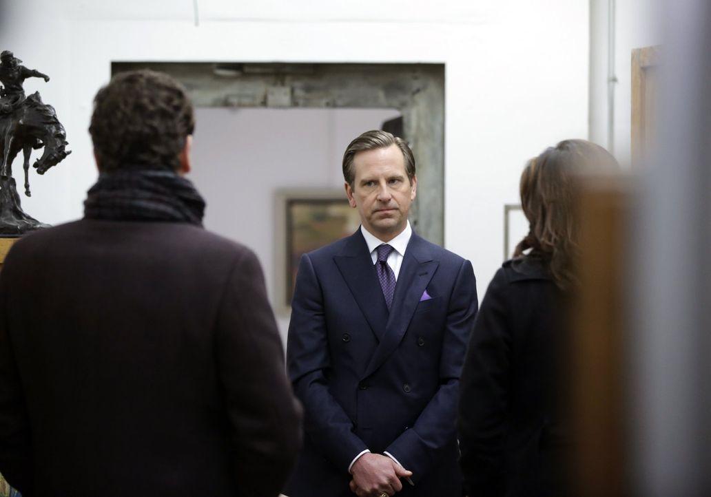 Opfer oder Held? Der Kunsthändler Julian (Stephen Barker Turner) gibt den Ermittlern Rätsel auf ... - Bildquelle: Warner Bros. Television