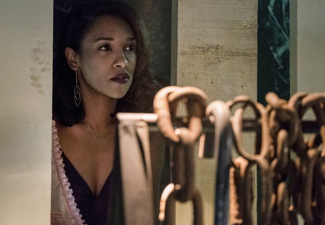 Eigentlich wollte Iris (Candice Patton) einen schönen Junggesellinnenabschied mit ihren Freunden verleben, doch dann wird sie plötzlich Zeugin gefäh... - Bildquelle: 2017 Warner Bros.