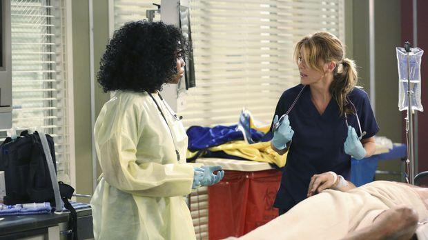 Notfall: Stephanie (Jerrika Hinton, l.) und Meredith (Ellen Pompeo, r.) kämpf...
