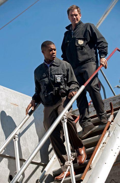 Tony (Michael Weatherly, r.) trifft bei den Ermittlungen in einem neuen Fall auf Jason King (Gaius Charles, l.), den er aus seiner Vergangenheit ber... - Bildquelle: 2012 CBS Broadcasting Inc. All Rights Reserved.