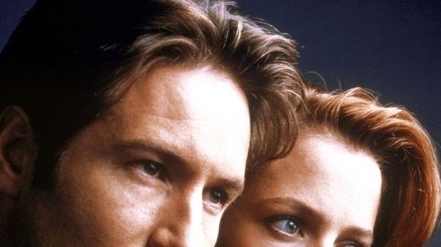 (7. Staffel) - Die FBI-Agenten Fox Mulder (David Duchovny, l.) und Dana Scull...