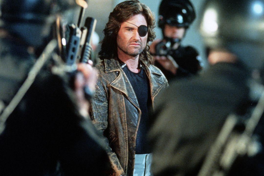 Snake Plissken (Kurt Russell) macht sich auf zur Insel L.A., die nach einem Erdbeben losgelöst von den faschistisch regierten USA als Ghetto und Gef... - Bildquelle: Paramount Pictures