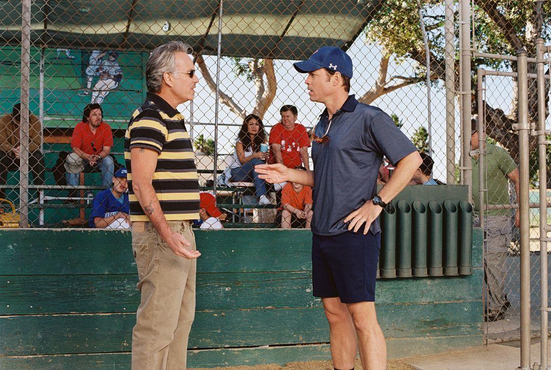 """Möge die beste Mannschaft gewinnen! Morris Buttermaker (Billy Bob Thornton, l.), Trainer der """"Bears und Roy Bullock (Greg Kinnear, r.), Coach der """"Y... - Bildquelle: TM &   Paramount Pictures. All Rights Reserved."""