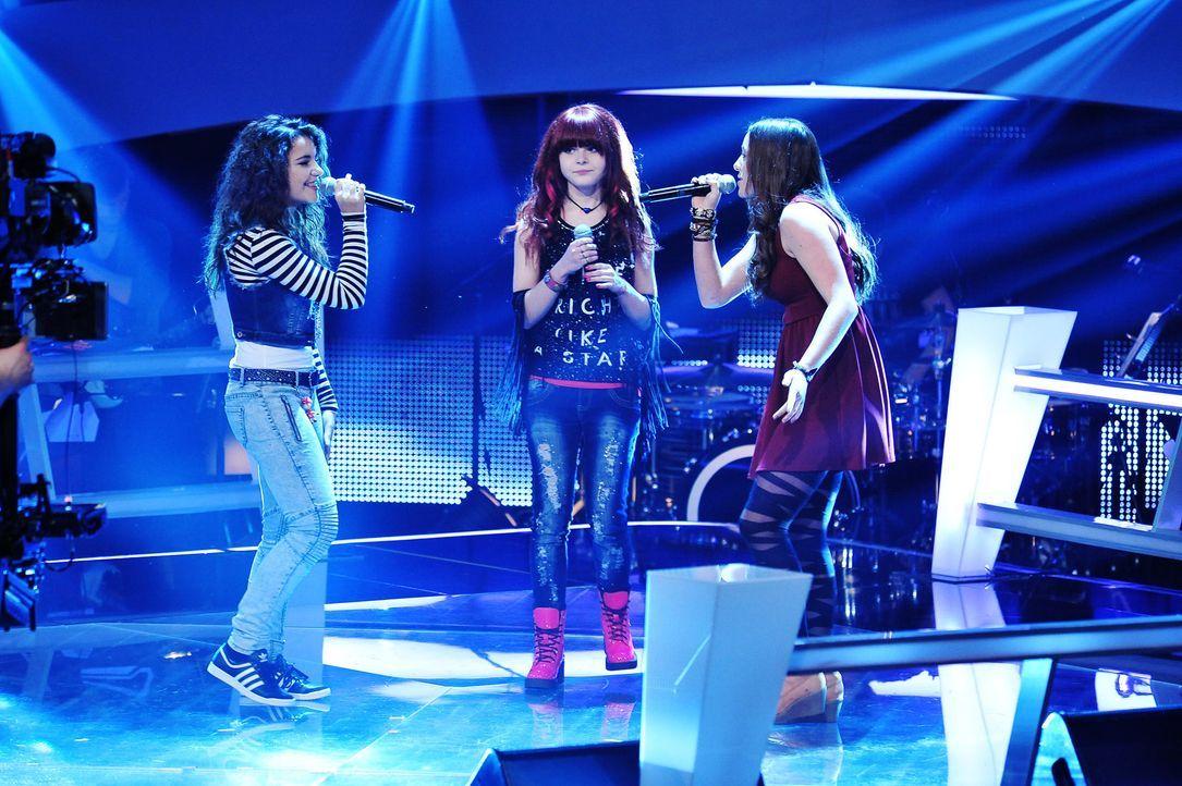 The-Voice-Kids-Stf02-Epi07-Carlotta-Vanessa-Tamara-1-SAT1-Andre-Kowalski - Bildquelle: SAT.1/Andre Kowalski