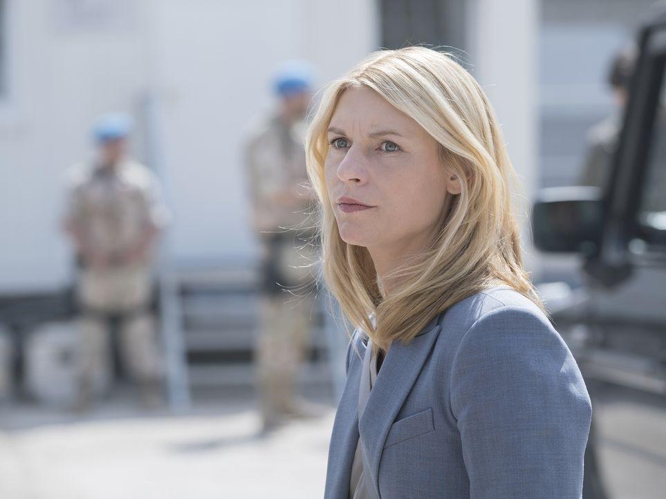 Die Reise ins Flüchtlingscamp steht bevor. Carrie (Claire Danes) und ihr Chef machen sich auf den Weg an die syrische Grenze, doch dort verläuft der... - Bildquelle: Stephan Rabold 2015 Showtime Networks, Inc., a CBS Company. All rights reserved.