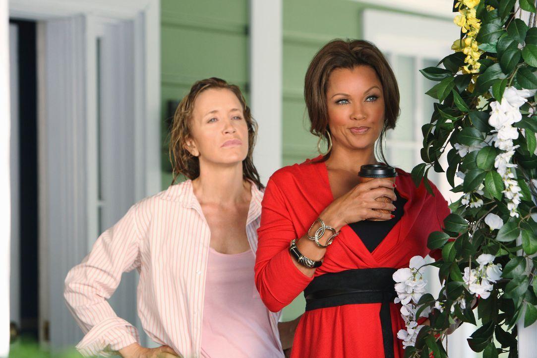 Die Probleme nehmen nicht ab: Lynette (Felicity Huffman, l.) und Renee (Vanessa Williams, r.) ... - Bildquelle: ABC Studios