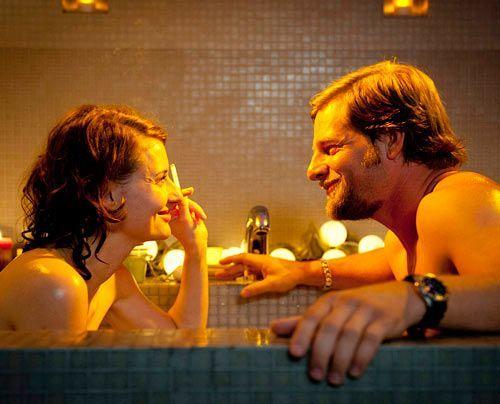 Mick erfährt während einer gemeinsamen Nacht mit Tamara, dass der kleine Timo keineswegs einen Blick auf die nächsten Lottozahlen werfen wollte,... - Bildquelle: Martin Rottenkolber - Sat1