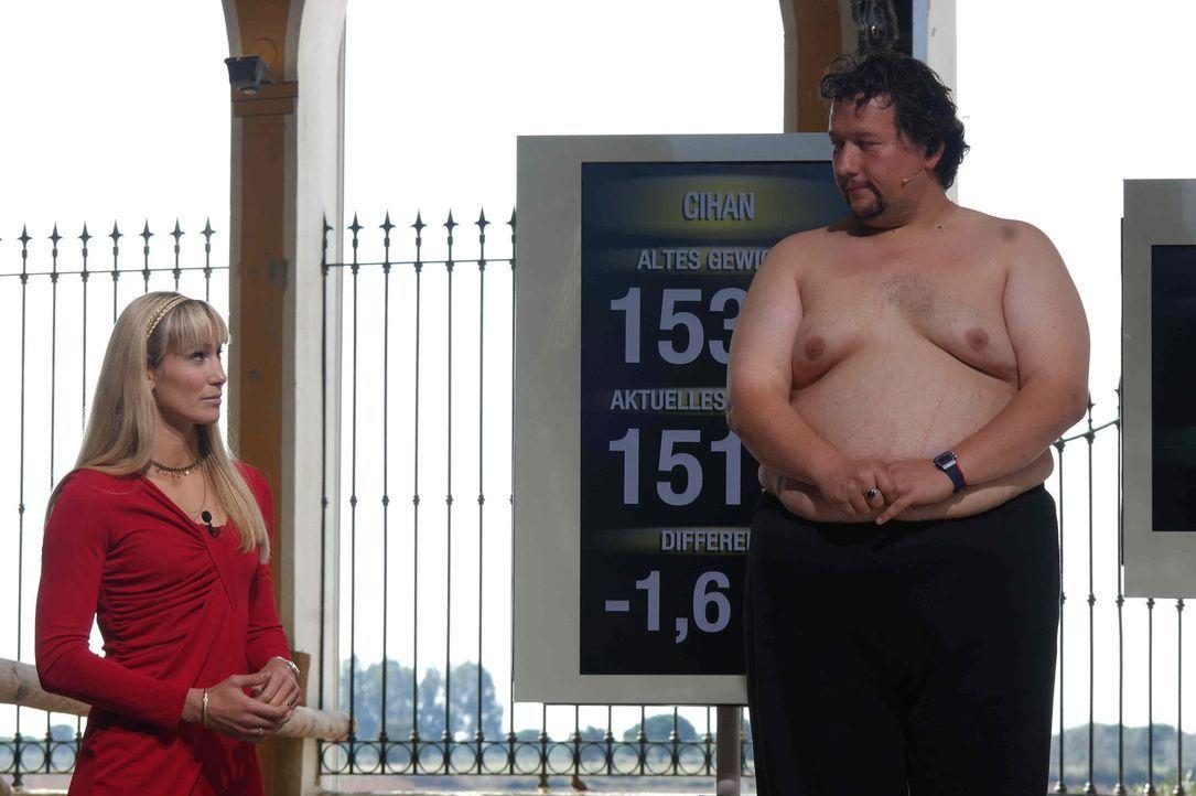 """Cihan (r.) war schon einmal bei """"The Biggest Loser"""". Der Rückkehrer hofft, dass er zusammen mit Christine Theiss (l.) dieses Mal mehr Erfolg hat. D... - Bildquelle: Enrique Cano SAT.1"""