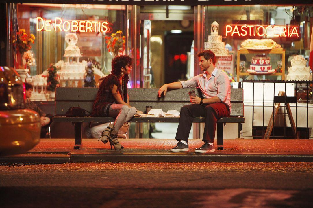 Verbringen einen spannenden Abend zusammen: Daniel (Eric Mabius, r.) und Natalie (Jamie-Lynn Sigler, l.), die sich ausgerechnet in einer Selbsthilfe... - Bildquelle: Patrick Harbron 2009 American Broadcasting Companies, Inc. All rights reserved.